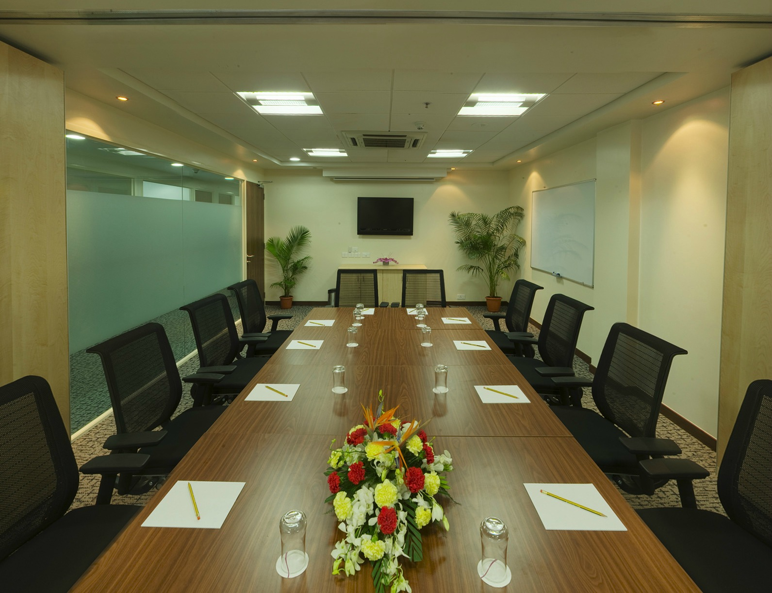 How to plan a successful business event in meeting rooms for Banquet room layout planner